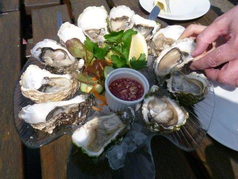 Oyster-tasting.jpg