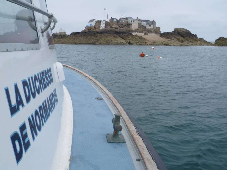 Approaching-les-ecrehous-by-charter-boat.jpg